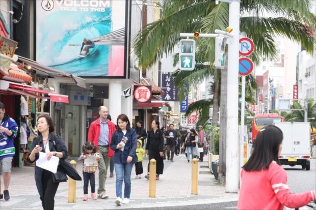 沖縄の繁華街「国際通り」