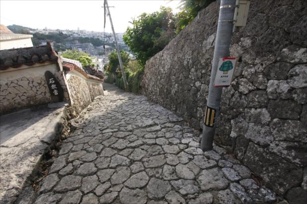 首里城から南部への幹線道路、首里金城町石畳道。
