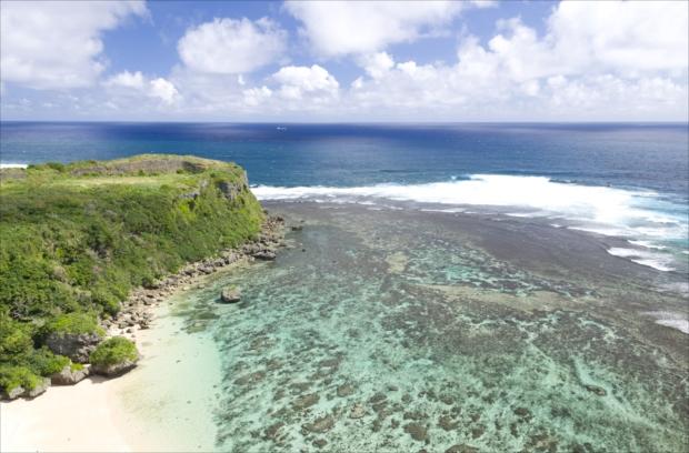 沖縄本島でも指折りの絶景スポット「果報バンタ」