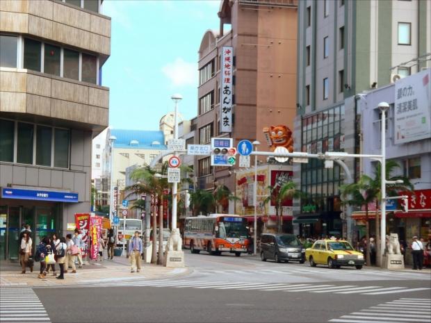 「国際通り」沖縄観光のスターティングポイント!