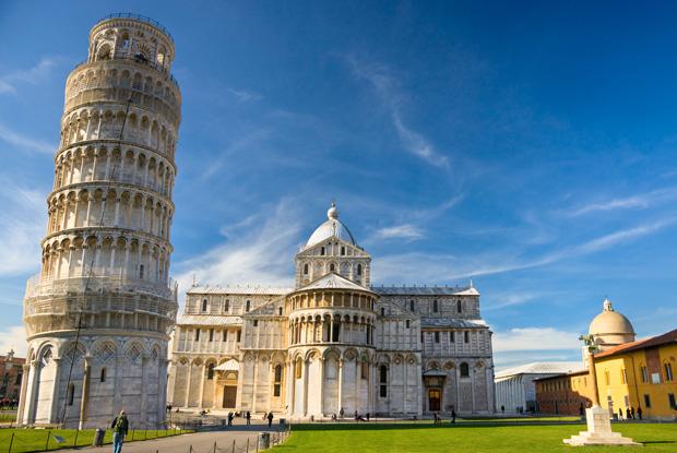 イタリア「ピサの斜塔」に登って傾きを体感しよう