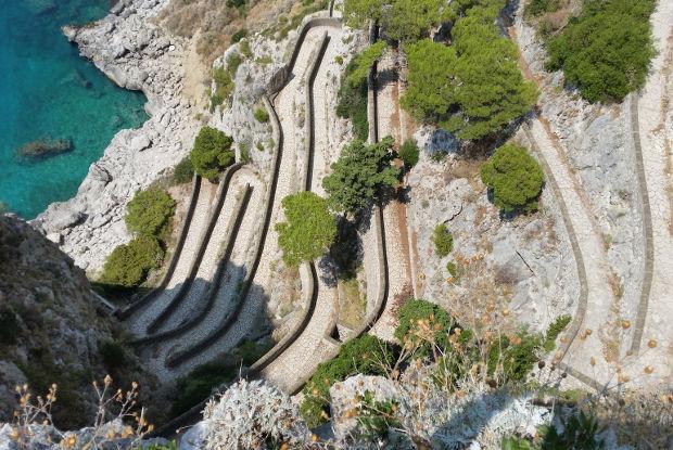 イタリア・ローマ発人気NO.1カプリ島とは