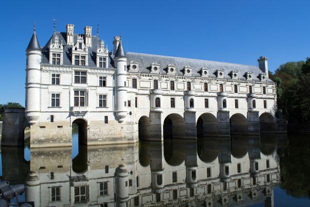 パリから行くシュノンソー城とシャンボール城