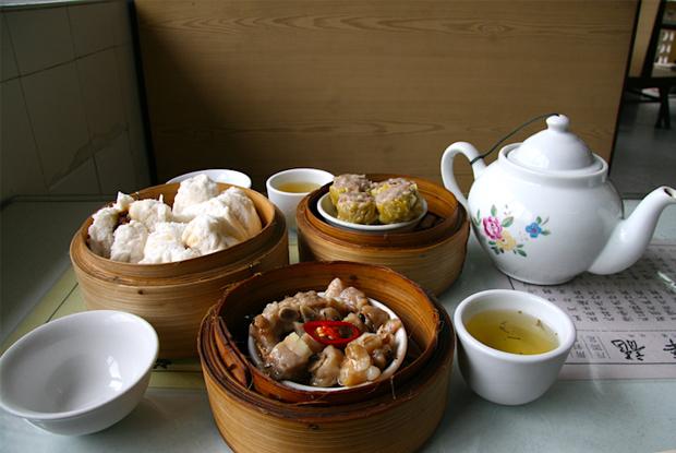 ローカルな飲茶なら「龍華茶楼」