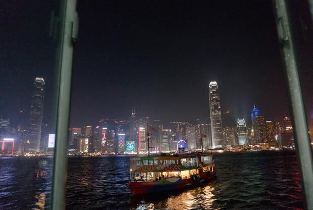 フェリーから見る香港の夜景