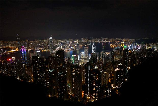山の頂上から見る香港の夜景