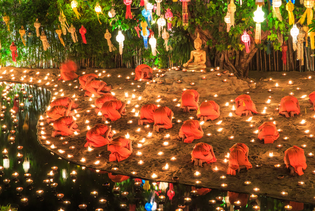チェンマイの寺院で行われるロイクラトン