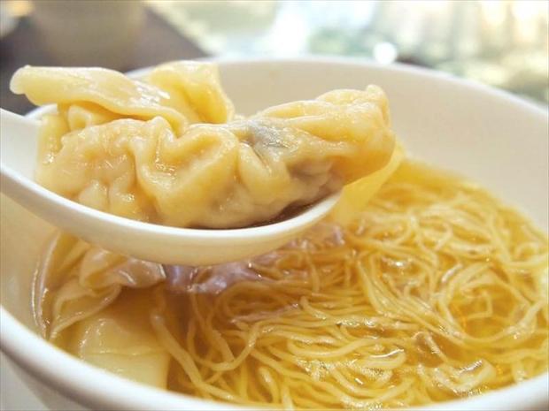 香港は何洪記粥麺専家の正斗鮮蝦雲呑麺(海老入りワンタン麺)