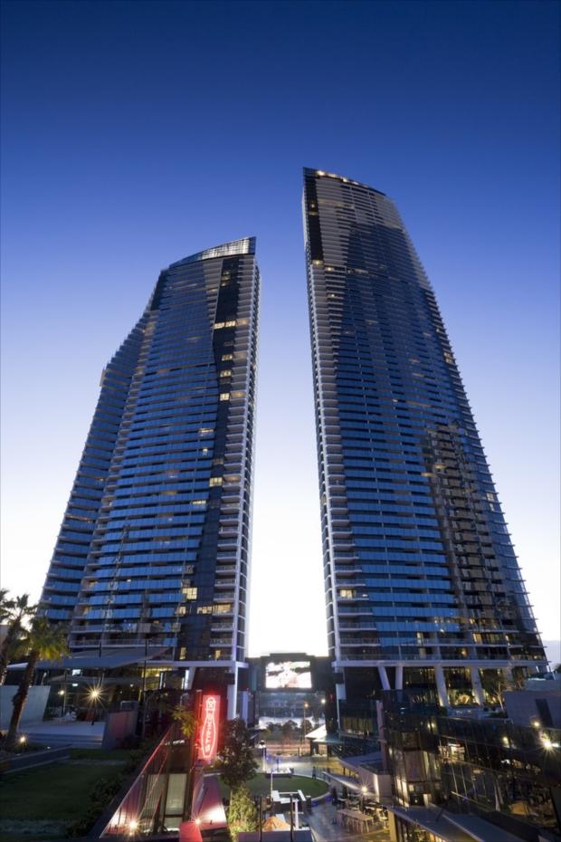 スタイリッシュな外観の高層ビルが特徴の「マントラ サークル オン カビル」