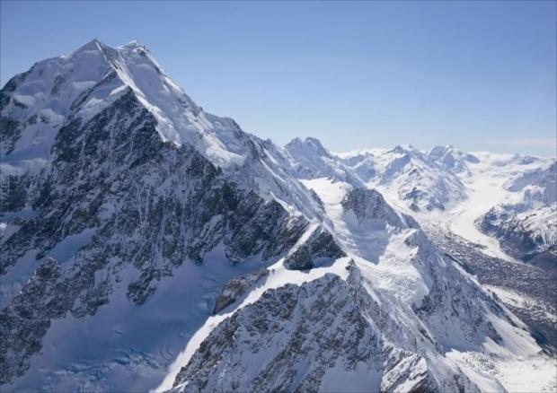 マウントクックからほど近い場所に関連のビジターインフォメーションセンターがあり、登頂までの軌跡など、豊富な資料が展示されている