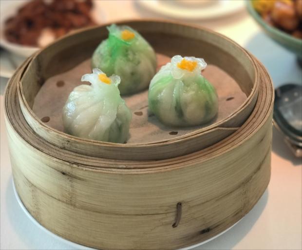 ランチタイムは、繊細な美味しさの点心が地元の食通に大人気!