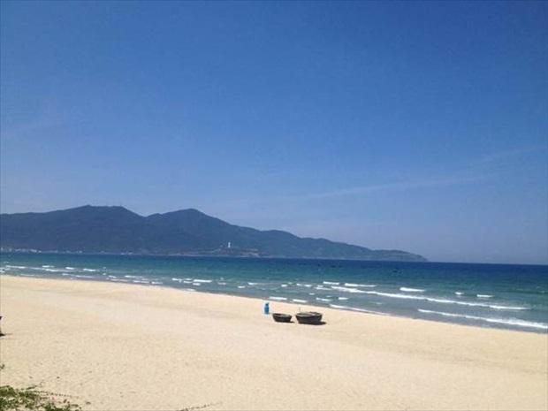 白い砂浜と青い海が眩しいダナンのビーチエリア
