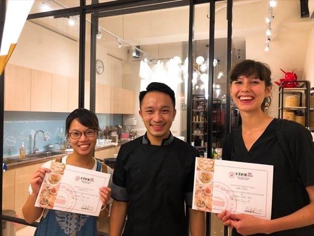プロの先生が丁寧に本格的台湾料理を指導