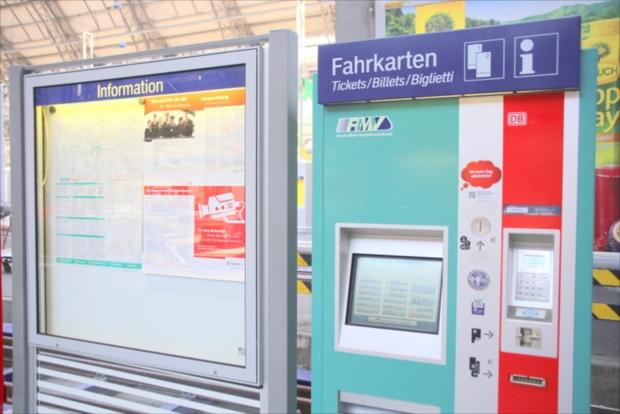 Sバーンの券売機は英語など多言語対応(写真提供:浅井みらのさん)