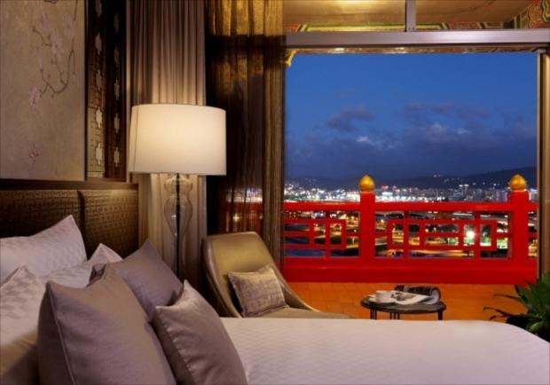 台湾伝統的高級ホテルのテラスから一望できる台北の素晴らしい夜景