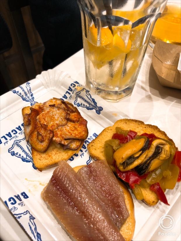 サンミゲル市場では、美味しいピンチョスやパエリアがその場で味わえるので、年末年始の女性ひとり旅にもおすすめ(写真提供/タケムラユウカ)