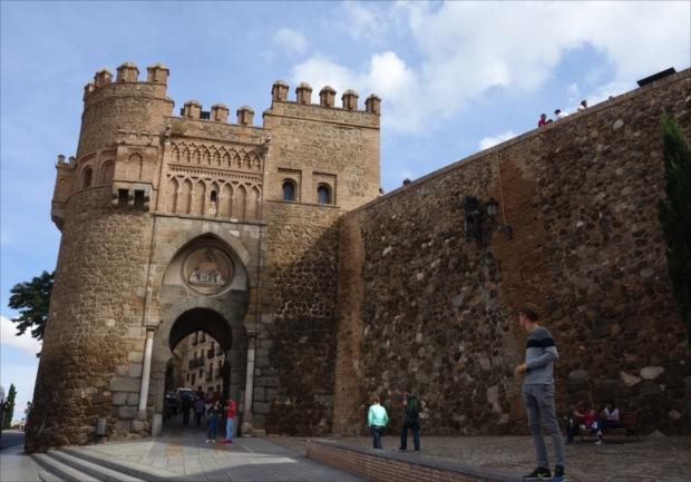 中世に迷い込んだかのようなトレドの街並。当然SNS的には撮れ高満点!(写真提供/タケムラユウカ)