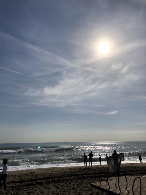 年末年始のひとり旅にはちょっと肌寒いかもしれないけど、冬の海もなかなかいいものです。(写真提供/タケムラユウカ)