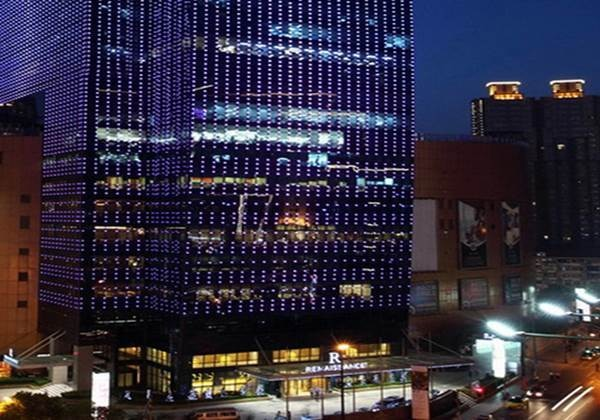 上海の中心部のデラックスホテル「RENAISSANCE SHANGHAI ZHONGSHAN PARK HOTEL」