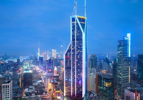 上海の夜景を彩るビル群のひとつ「LE ROYAL MERIDIEN SHANGHAI」