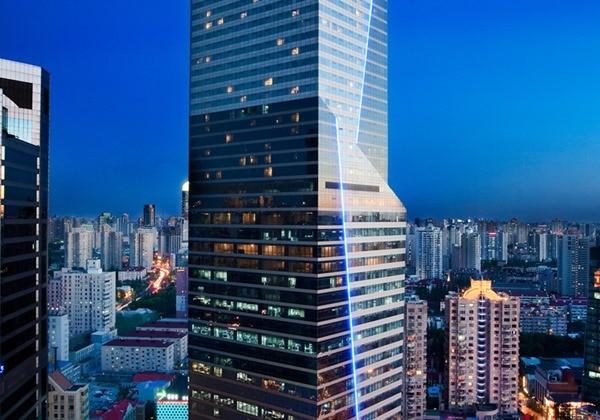 ロウソクモチーフの外観「THE LONGEMONT SHANGHAI(ロンジモント上海)」