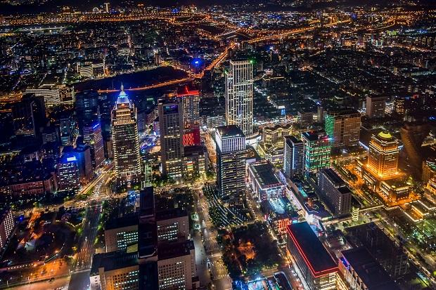 台北の超高層ビル「台北101」からの夜景。かつては世界一の高さを誇った超高層ビルだけあってさすがに素晴らしい夕景!