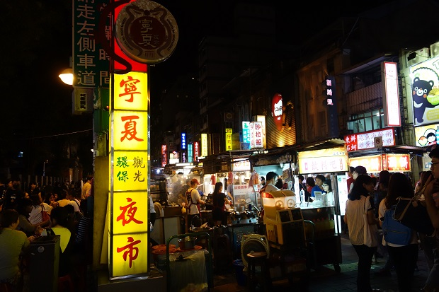 寧夏夜市は観光客でいっぱい(写真提供:本田マイコさん)