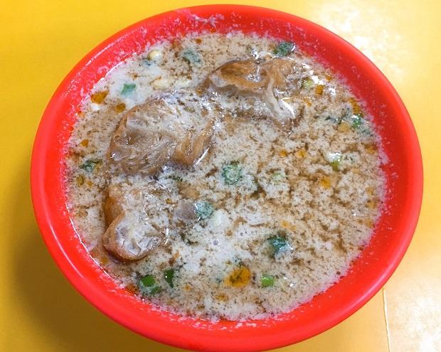 「鹹豆漿(シェントウジャン)」は塩気と酸味の効いた豆乳スープといったところ。自宅で再現してみたい!(写真提供:本田マイコさん)