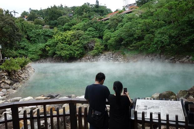 天然のお湯が湧き出る「北投(ベイトウ)温泉」の地熱谷。まるで箱根の大涌谷や別府の地獄のよう。(写真提供:本田マイコさん)