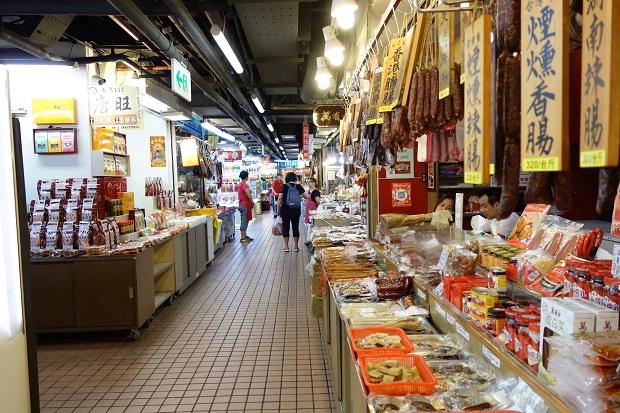 「南門市場」はビルの中にあります。(写真提供:本田マイコさん)