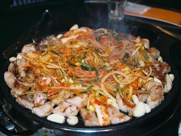 韓国有数の養豚地帯・釜山ならではの豚料理「ティッコギ」