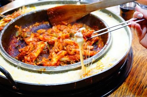 韓国の若者にも大人気のチーズタッカルビ