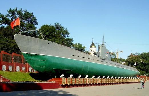 ウラジオストクは人気観光地「C56潜水艦博物館」。狭い場所を行き来するため身軽な服装がおすすめ