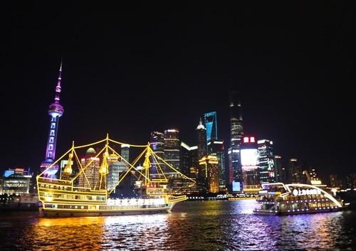 角度によって表情が変わる上海・外灘の夜景