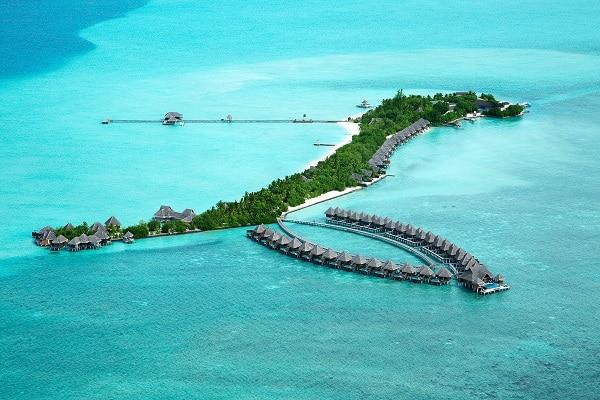 美しいサンゴ礁に囲まれた島
