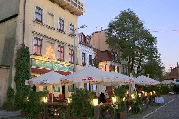 ユダヤ料理の飲食店が集まるクラクフらしい観光スポット(写真提供:浅井みらのさん)
