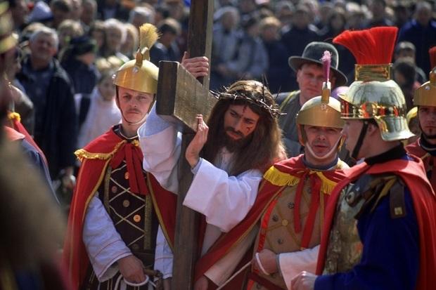 カトリック系遺産が多く、国民の約9割がカトリック教徒