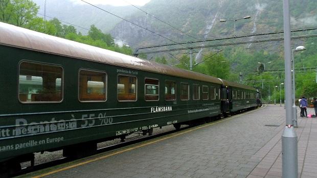 フィヨルド観光に欠かせない交通手段「フロム鉄道」