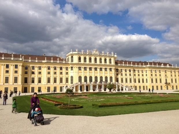 ハプスブルク家の夏の離宮だったシェーンブルン宮殿