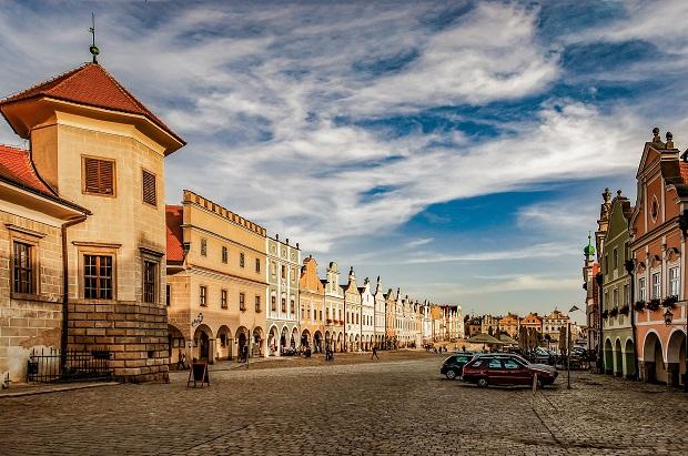 ザハリアーシュ広場はテルチ最大の見どころ
