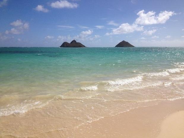 ハワイ語で「天国の海」の名を持つ「ラニカイビーチ」は、その名のとおり天国のような美しさ