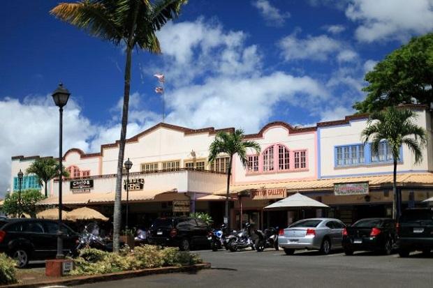 ノースショア・マーケットプレイスには木造の建物が残り、のんびりとした雰囲気で買い物や食事を楽しめる(画像提供:ハワイ州観光局)