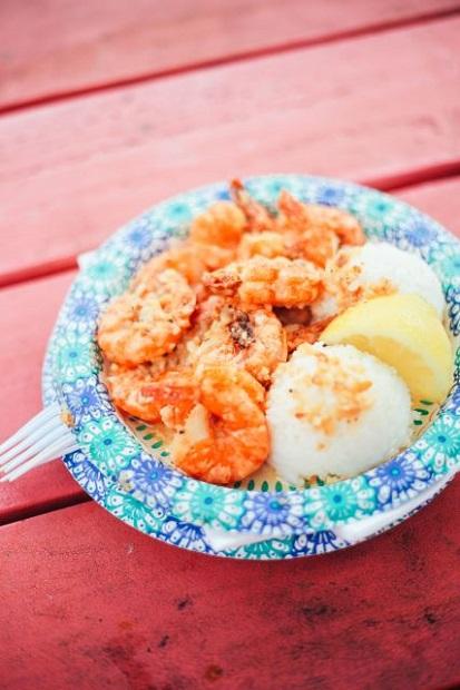 ガーリックシュリンプは手づかみで食べたい!「ジョバンニ・アロハ・シュリンプ」(画像提供:ハワイ州観光局)