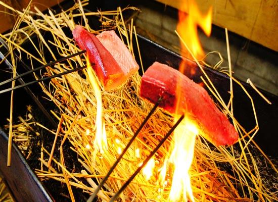 カツオの藁焼き(イメージ)