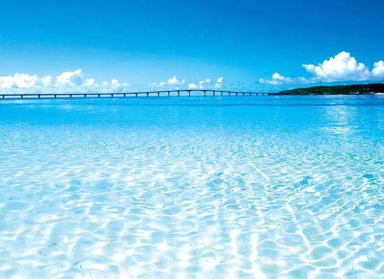 東洋一美しいと謳われる与那覇前浜ビーチ(イメージ)
