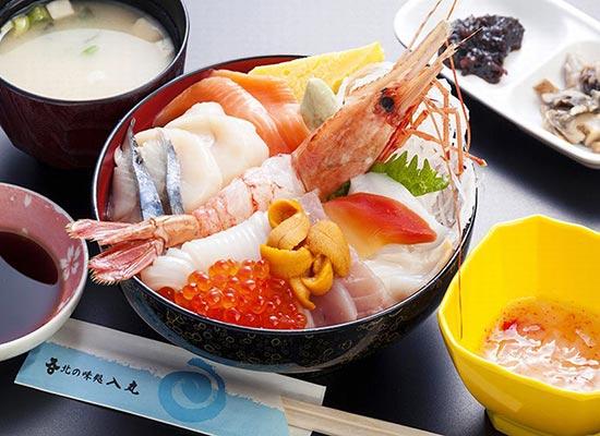 2日目昼食:12種の海鮮丼(イメージ)