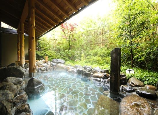 平安の湯_露天岩風呂(薬湯)