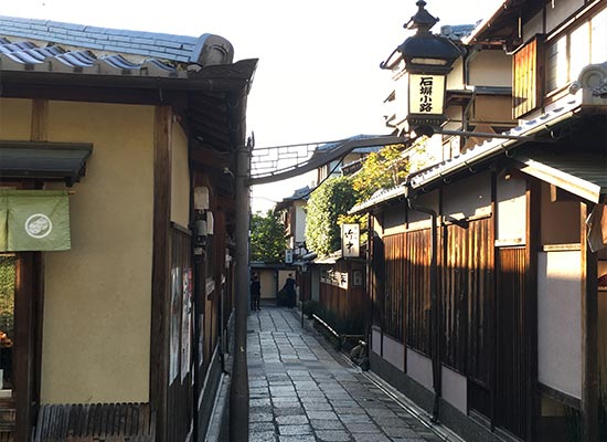 京都らしい町屋が並ぶ石塀小路(イメージ)