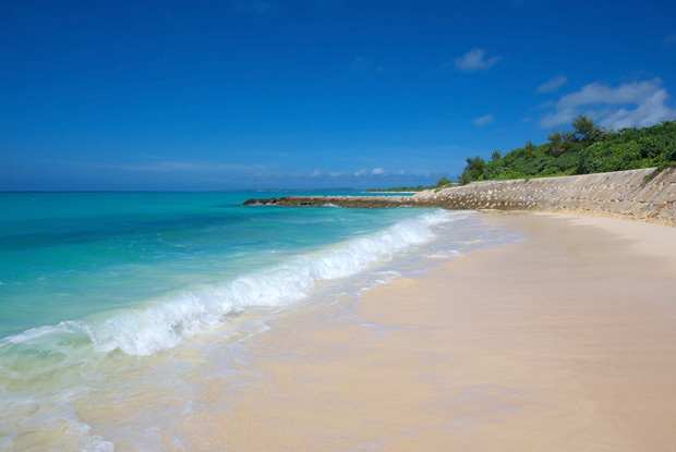「ミヤコブルー」に魅せられる。この夏のビーチは宮古島に決まり!