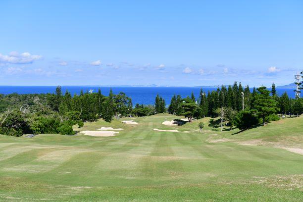 沖縄のリゾートゴルフを楽しむ!人気でおすすめゴルフ場7選!